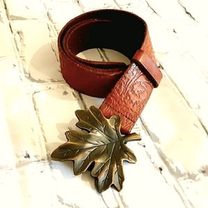 GAP ORANGE TAN EMBOSSED LEATHER BELT/LEAF BUCKLE